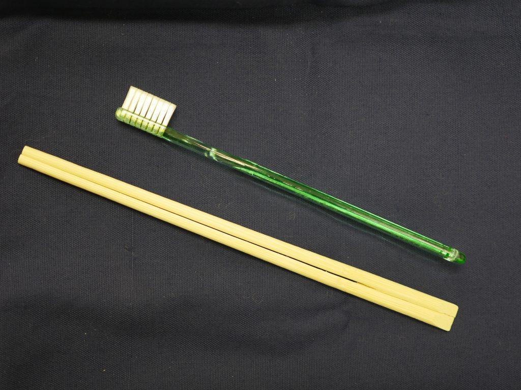 歯ブラシと割り箸